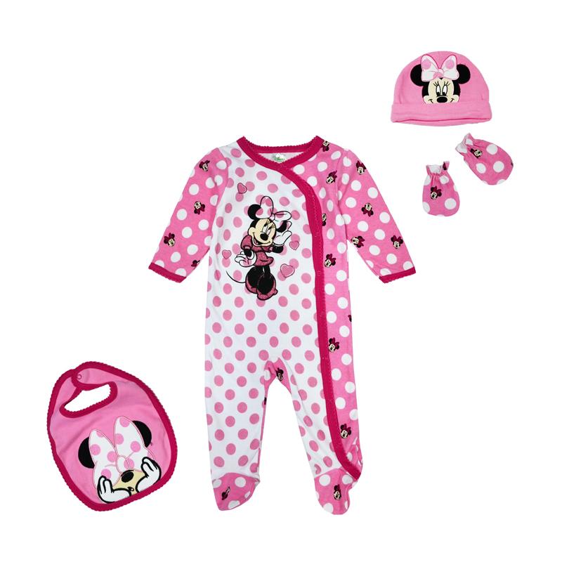 Приобретая одежду для своей крохи, молодая мама встает перед нелегким выбором: на прилавках магазинов лежит много красивых вещей, но как выбрать по-настоящему качественную одежду?