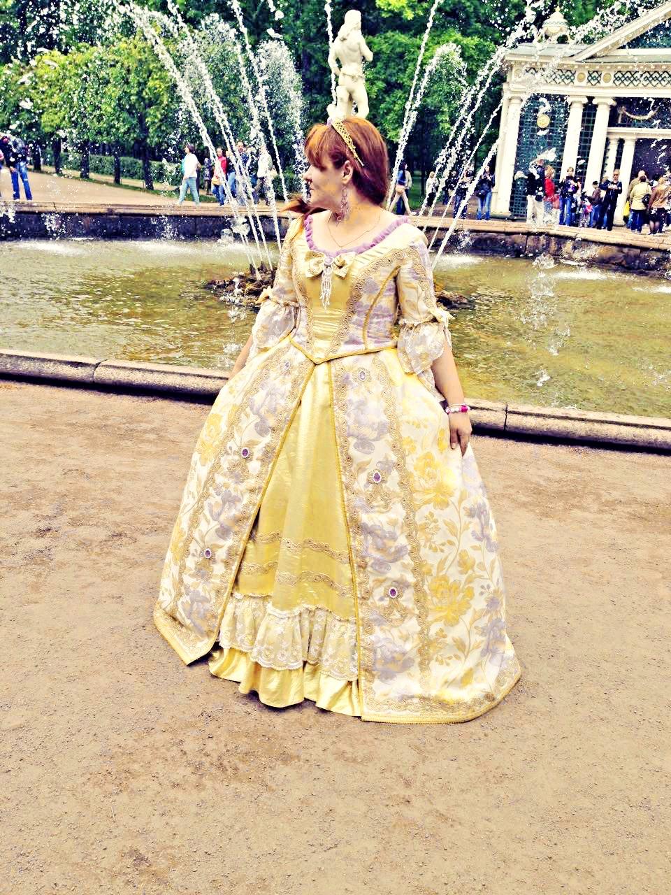 « Женщина должна уметь носить кринолин, духи и возраст. » (с) Тамара Гвердцители