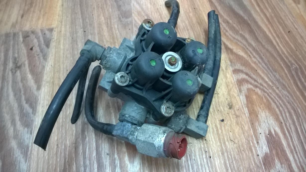 Клапан защитный 4-контурный МАН ТГА MAN TGA, 81521516095, 81521516098