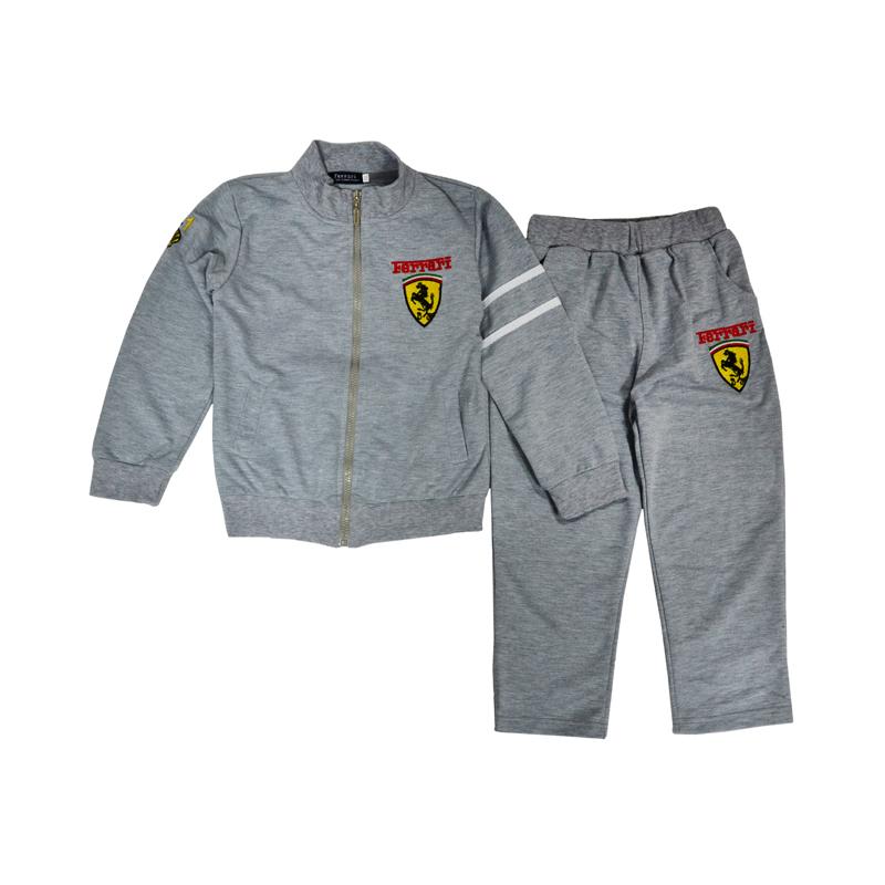 Легкий костюмчик из стопроцентного хлопка для маленьких любителей настоящих гоночных машин.