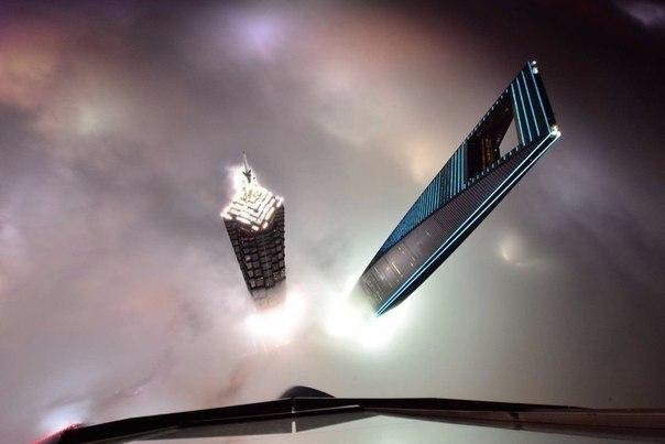 Вид с 121-го этажа Шанхайской башни, Китай.