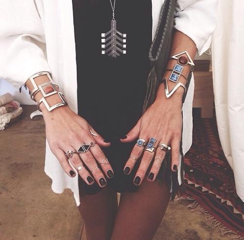 Женщина должна носить украшения... Женщина и бижутерия две неразлучные подруги