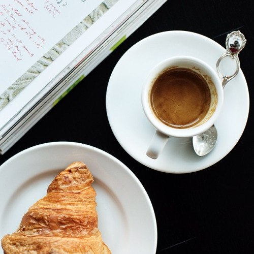 Гениальная табличка в одной кофейне улыбнула: У нас нет Wi-Fi не потому что мы жмоты... просто общайтесь с тем, с кем