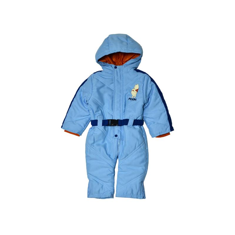 Утепленный комбинезон с изображением озорного Винни-Пуха как нельзя лучше подойдет для прогулок маленьких сорванцов и их родителей на детской площадке или в парке.