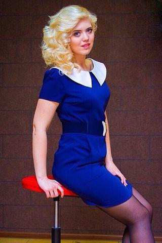 Пристраиваются три красивых платья размера 42-44. Бирюзовое, кружевное платье, размер 42-44 - цена 1500руб, платье-сарафан бело-синее - 1500руб, синее платье с белым воротником - 44 размера 2700руб. Фото в галерее.