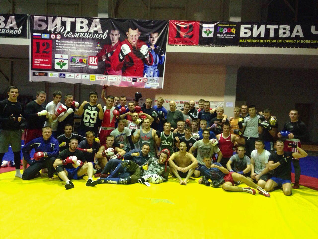 Боевые самбисты и боксеры сошлись на ковре