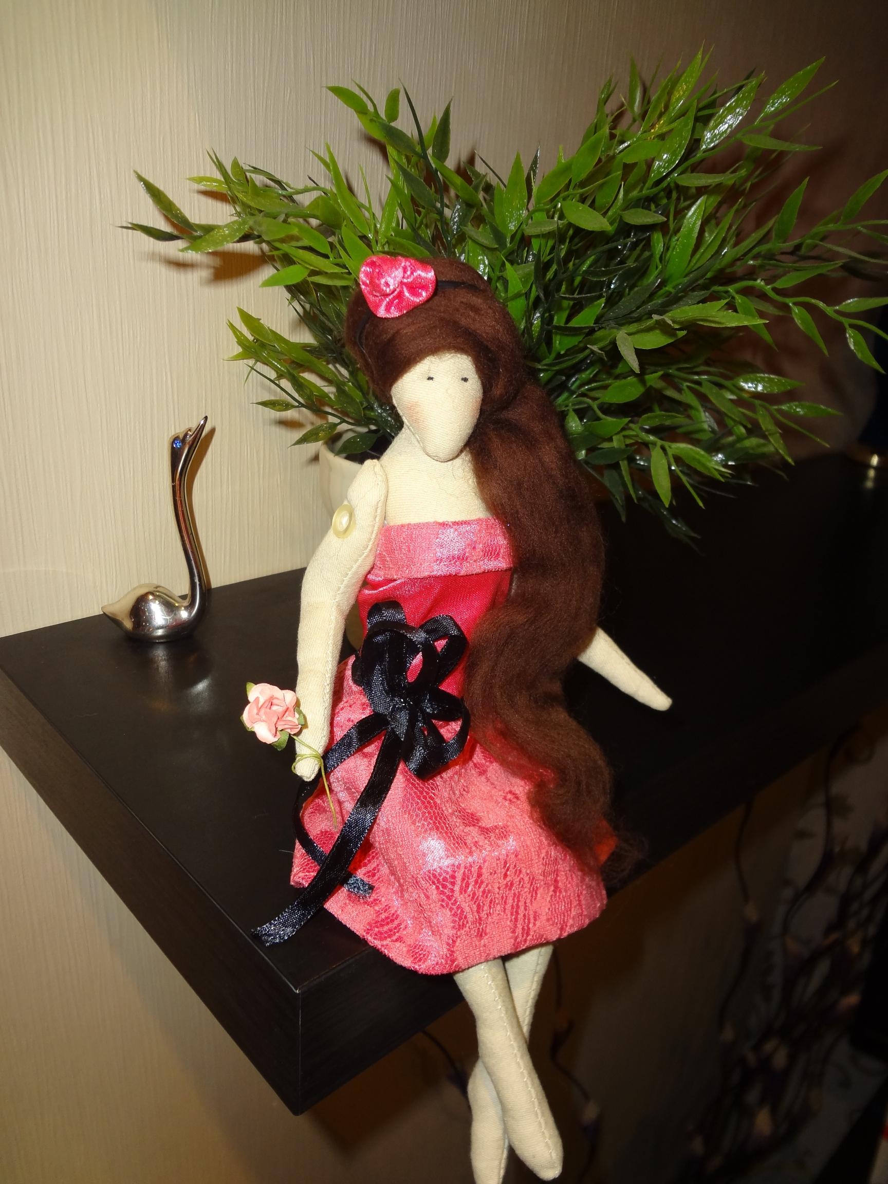 Сидячая кукла