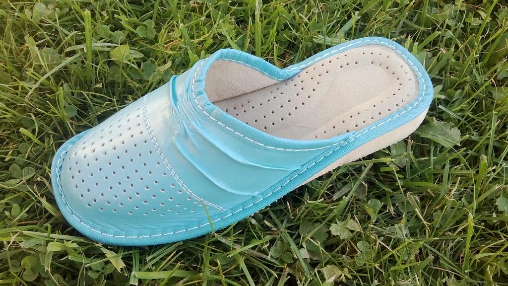 Красивые и комфортные тапочки из натуральных материалов. Стельки с анатомическим профилем обеспечат отдых Вашим ножкам!