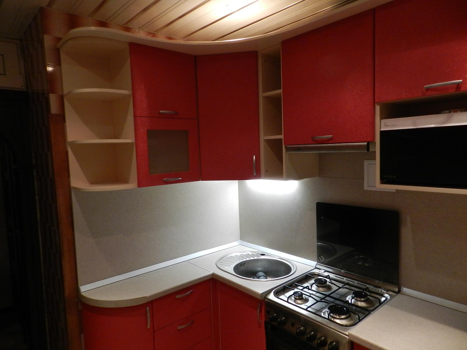 Кухонный гарнитур в 5-этажку