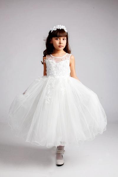 Готовимся к утренникам, праздникам, свадьбам. Шикарные платья, пышные юбки - для маленьких леди, костюмы - для джентльменов. Перчатки, банты, галстуки, бабочки. Без рядов.