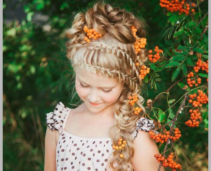 Девушка позволяет расчесывать волосы только тому, кого может впустить в свое сердце.