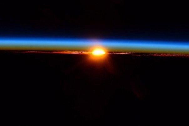 Рассвет над Землей. Фото: NASA/Terry W. Virts