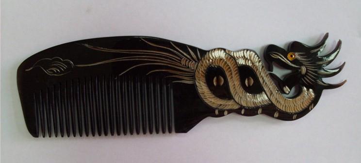 Расчески из натуральных материалов.Деревянные и роговые! Ухаживать за волосами станет проще!)Супер подарок на нг!Деревянная расческа с символом года (обезьянкой) всего за 240р!