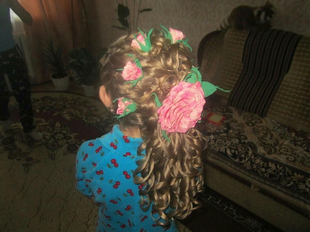 Красивущие цветы - заколочки, ободочки, браслетики. На любое торжество и по вашему желанию. Ручная работа!