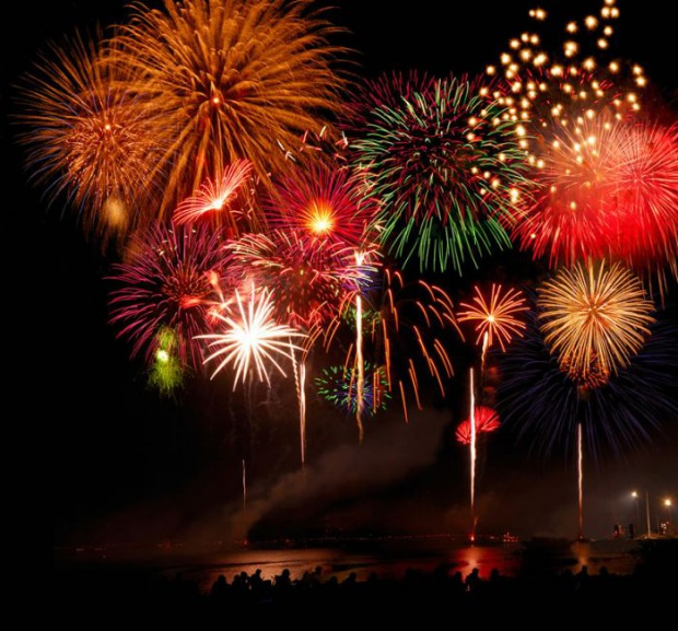 Фейерверки, салюты, фонтаны, бенгальские огни, римские свечи, хлопушки... Новый год не за горами