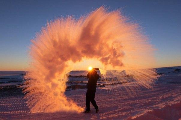 Если расплескать горячую воду в Антарктиде