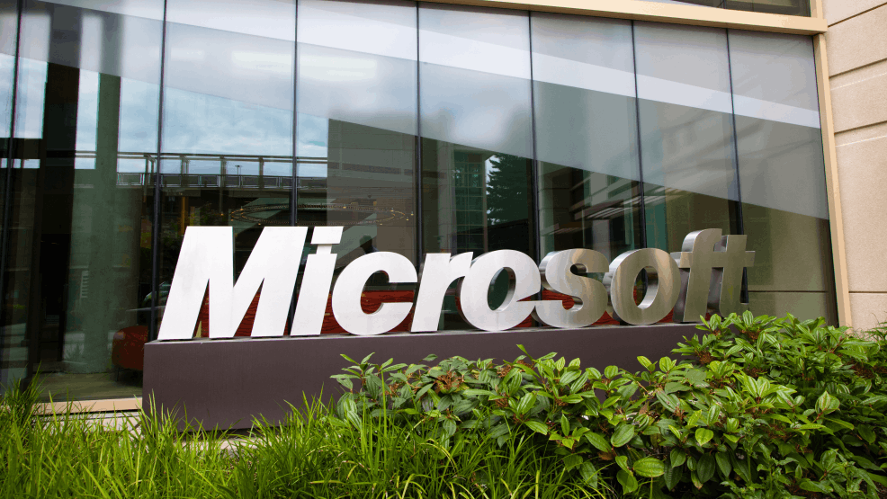 Человек приходит устраиваться дворником в компанию Microsoft