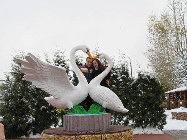 В Нижнем Новгороде появился памятник лебединой верности