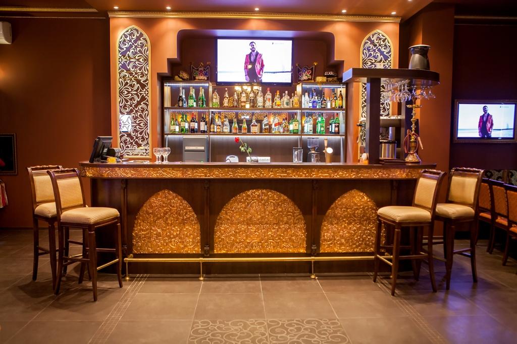 Изготовление мебели для ресторанов, гостиниц, торговых точек по индивидуальным проектам.