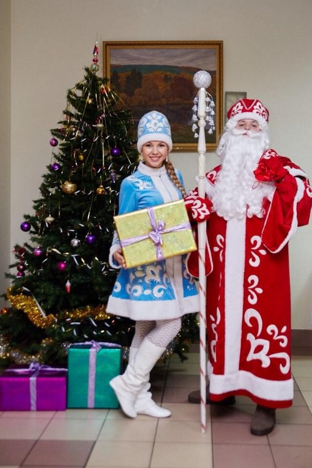 Дедушку Мороза и Снегурочку с игровой программой на дом -