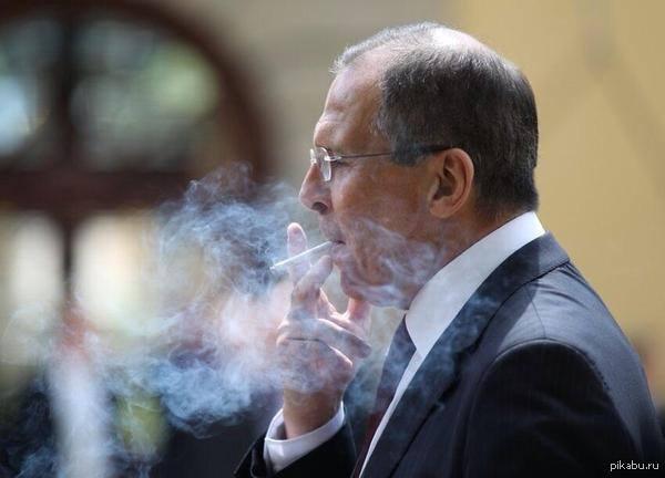 курит как Челентано
