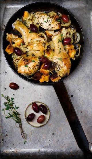 Курица запечённая с хлебом.