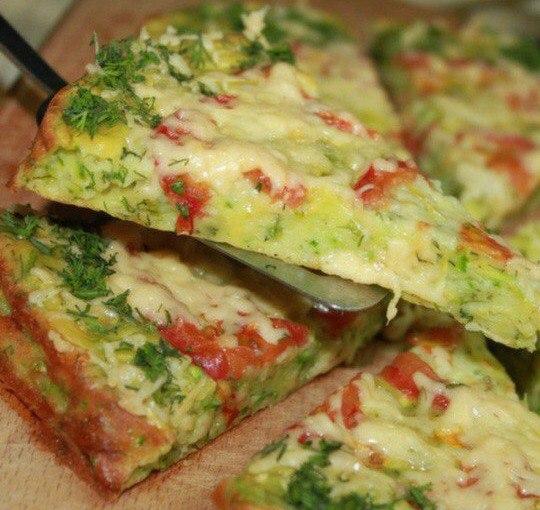 Полезная пицца из кабачков