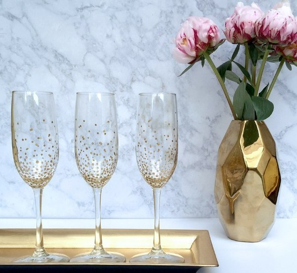 Лак для ногтей, полчаса, и всё готово украшаем бокалы для новогодней вечеринки А потом всё можно легко смыть