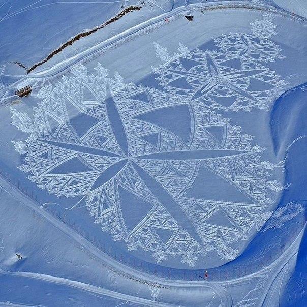 Мужчина провел целый день, шагая по снегу, чтобы создать этот причудливый узор из своих следов