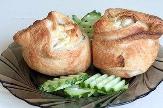 Пирожки слоёные с курицей и сыром