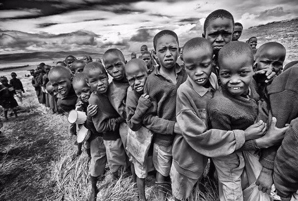 Антрополог предложил детям из африканского племени поиграть в одну игру.