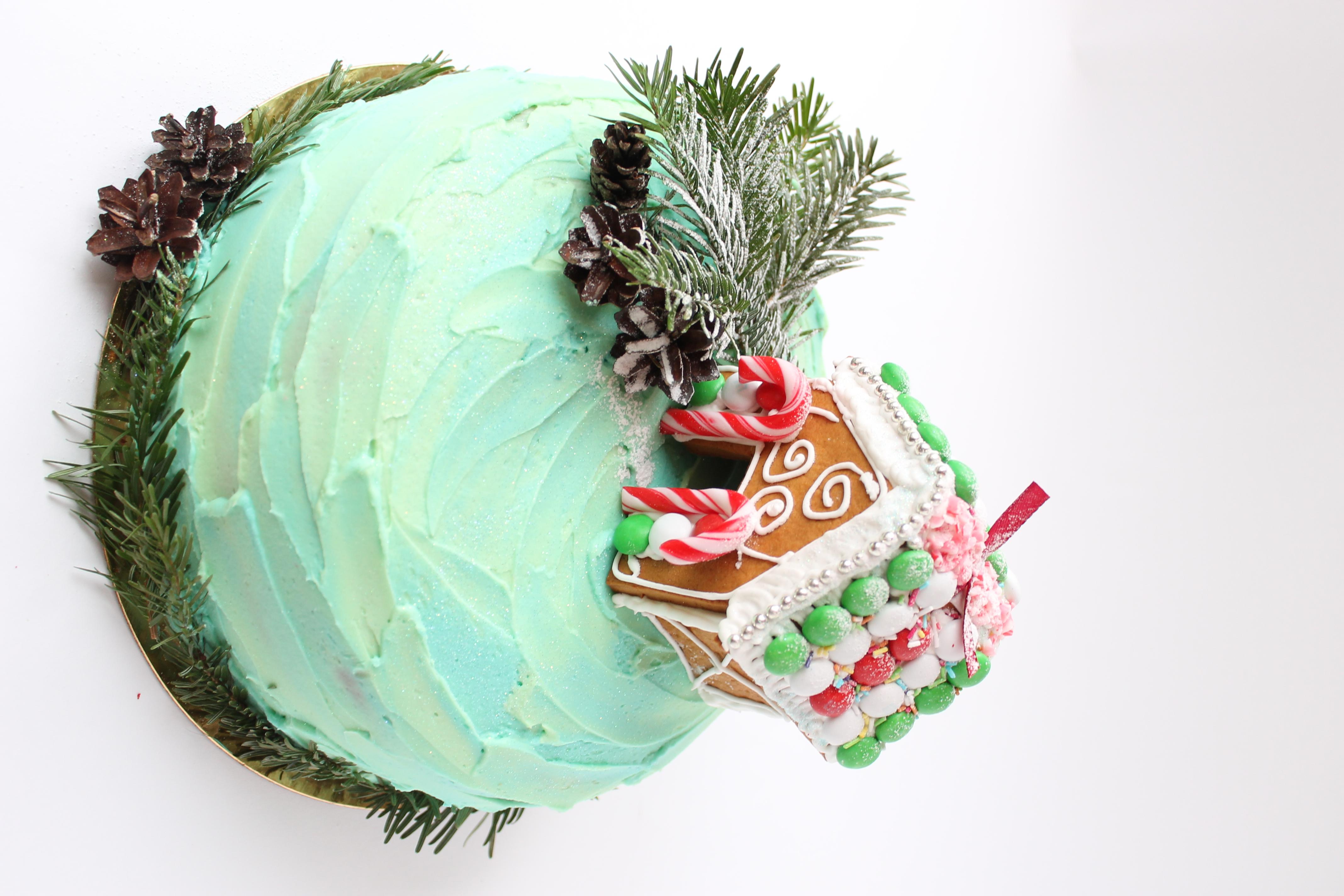 Сказочный зимний тортик для девочки родившейся в предовогоднюю пору.