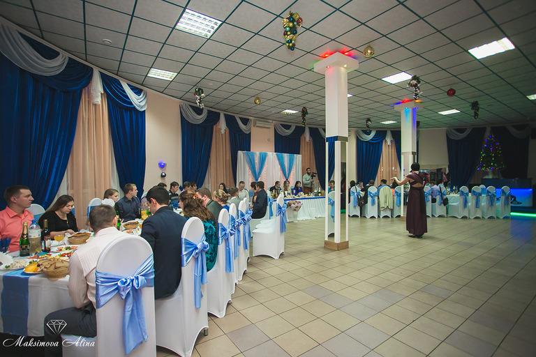 Уютный и просторный зал для проведение свадебных банкетов!