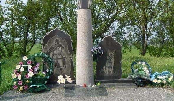 Памятник 150 пограничным псам, которые порвали целый полк фашистов в рукопашном бою