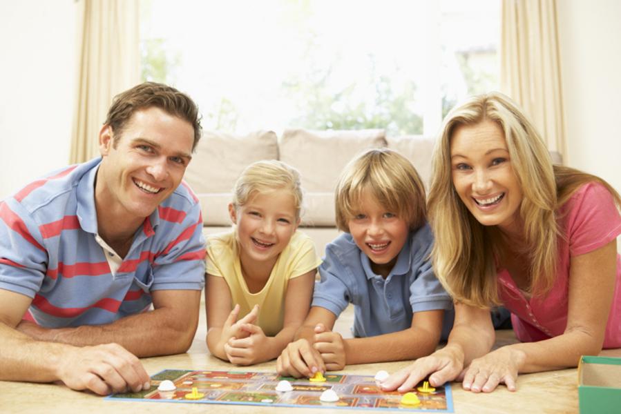 Сделайте своих детей счастливыми. Будьте ближе друг к другу. В этом Вам помогут оригинальные настольные игры для