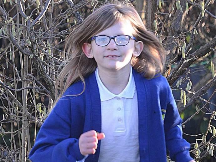 Британская девочка из стали не устает, не чувствует голода и боли