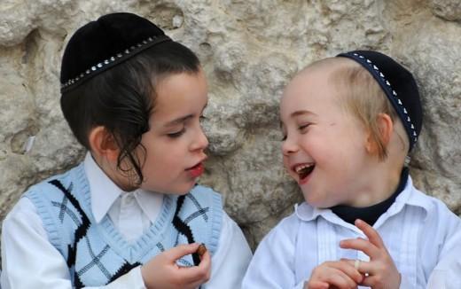 Любовь еврейских родителей к своим детям не знает границ.