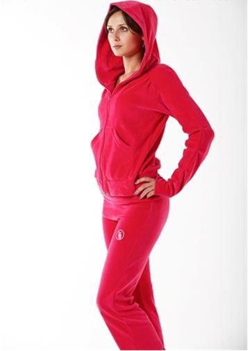 Рекомендую! Спортивная, пляжная и повседневная одежда для всей семьи! Прекрасные велюровые костюмчики! Есть большие размеры-4.