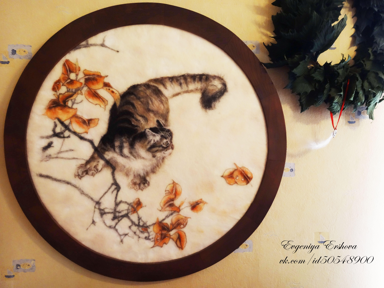 Кот в наличии!;) Картина из 100% натуральной шерсти Диаметр полотна 73см Рама-натуральное дерево (дуб), ручная работа!