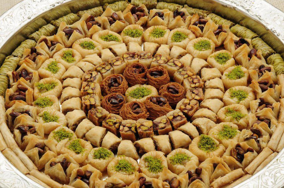 Что-то вкусненькое :) Восточные сладости: лукумы, пахлава, нуга, халва, пишмание. А так же линейка диабетических сладостей. Невозможно оторваться!