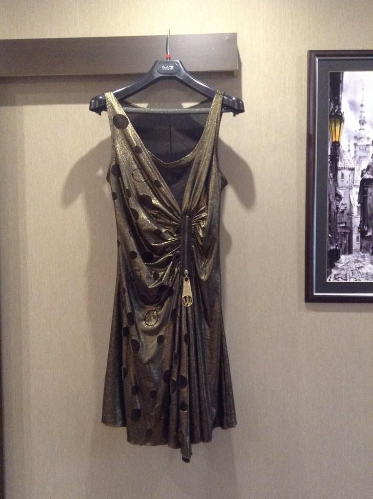 Платье золотого цвета б/у 44 р-р, 300 руб