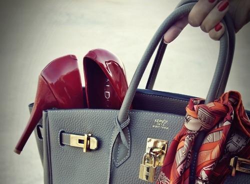 Новый бренд! Для женственной, романтичной, неповторимой и несравненной. Сумки, шарфы, перчатки, колготки от испанских дизайнеров из Галисии. Просто загляните, пусть у Вас появится мечта