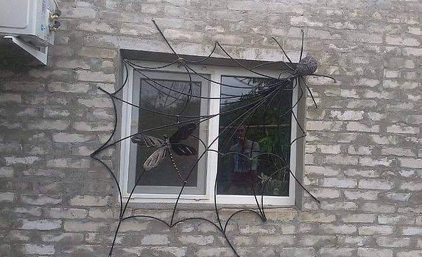 Оригинальная решётка на окно