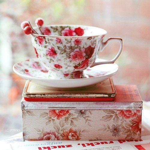 Замечательный день сегодня. То ли чай пойти выпить, то ли повеситься. (с) А. Чехов...