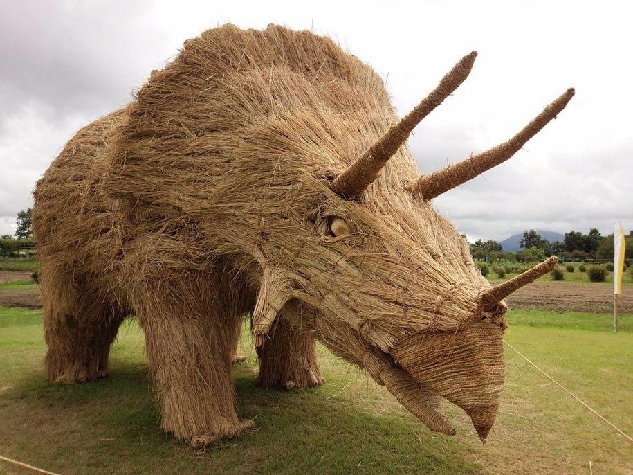 Скульптуры из сена