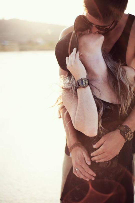 Мужчина становится счастливым благодаря женщине... Благо... даря...женщине...
