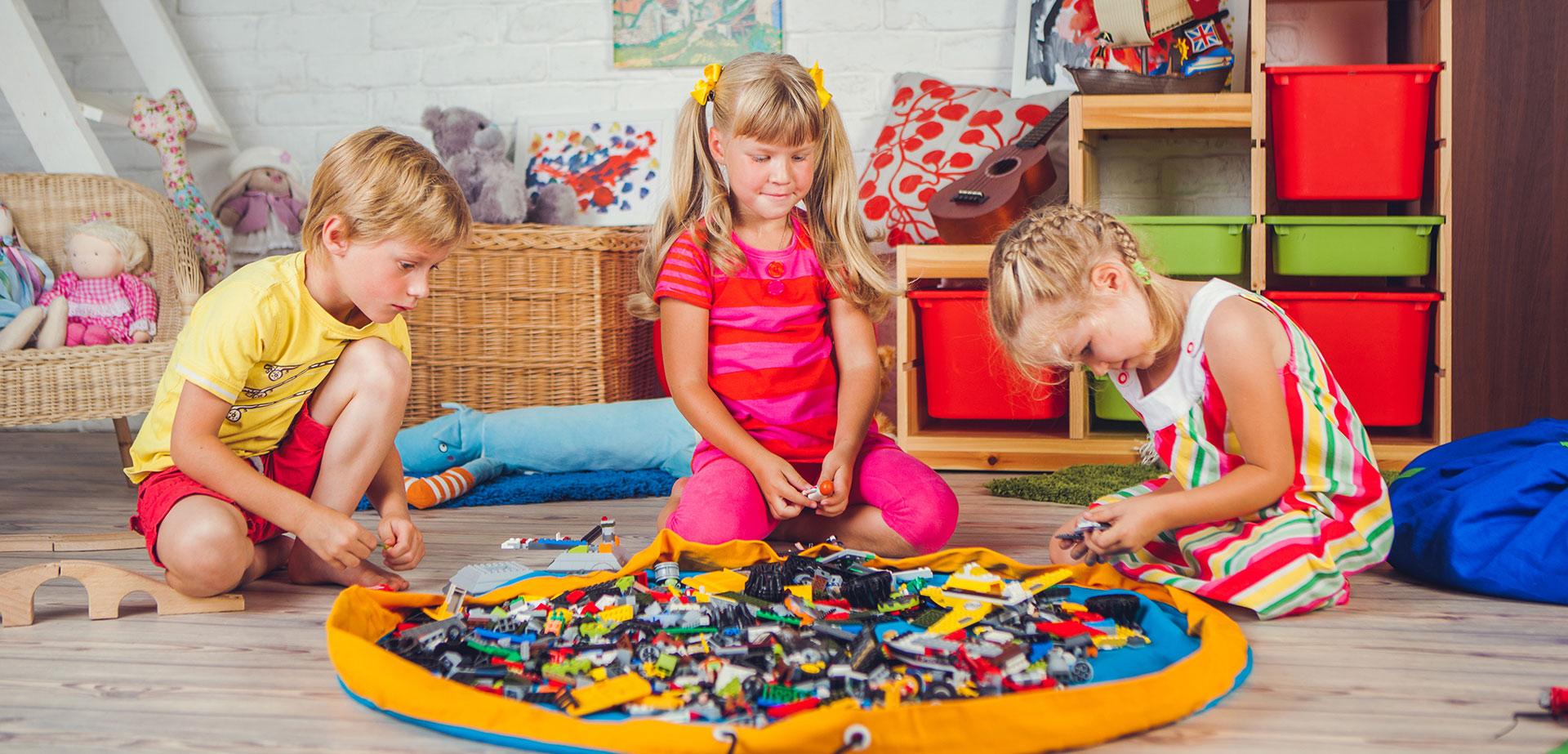 Много ли нужно ребенку для радости? Лего-сумка и клёвые качели!