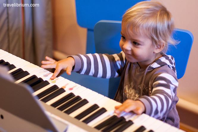 Электронное пианино-синтезатор с микрофоном, 54 клавиши, BandStand. Новое (в упаковке)