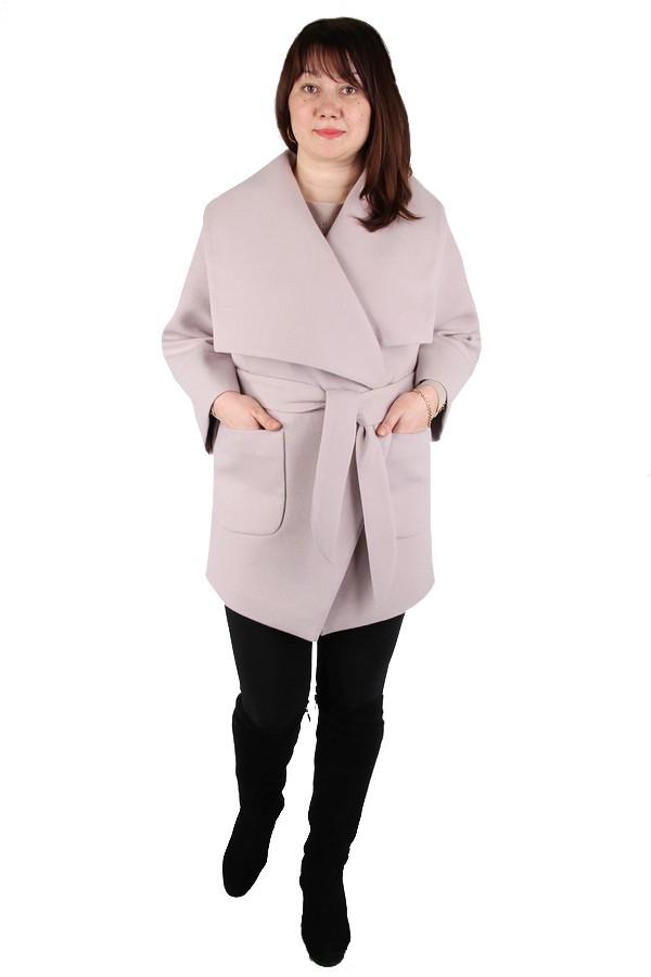 Пристрою демисезонное пальто , бежевого цвета, стильная моделька. Размер 52-54.