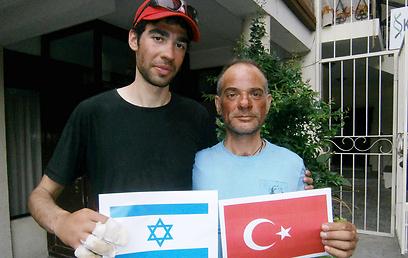 Израильтянин в 300-ах метрах от вершины Эвереста повернул обратно, чтобы спасти турецкого альпиниста